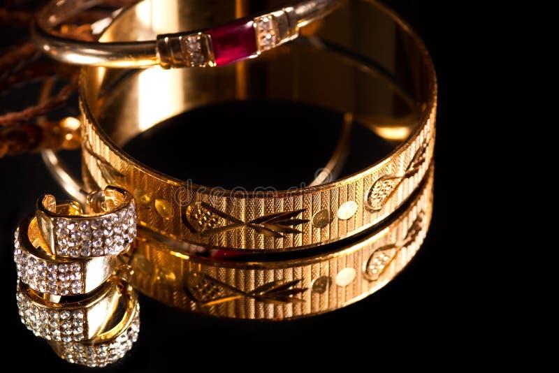 bransoletki złote zdjęcie royalty free