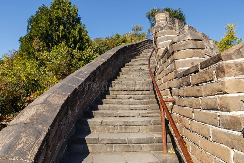 Brant trappa av den stora väggen av Kina royaltyfria foton