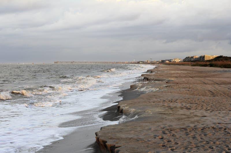 Branta Cliffing på en strand royaltyfri fotografi