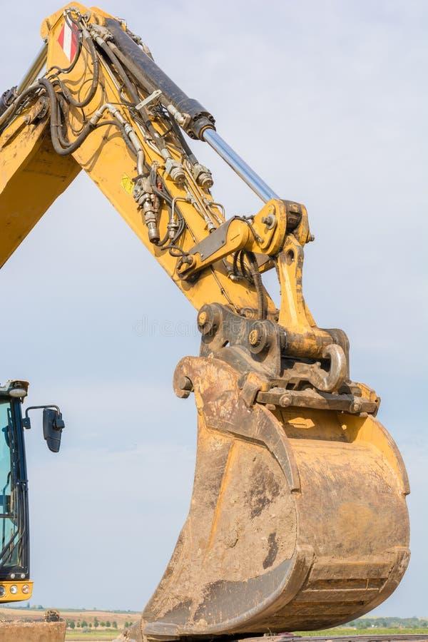 Bras d'excavatrice avec la pelle rétro image stock