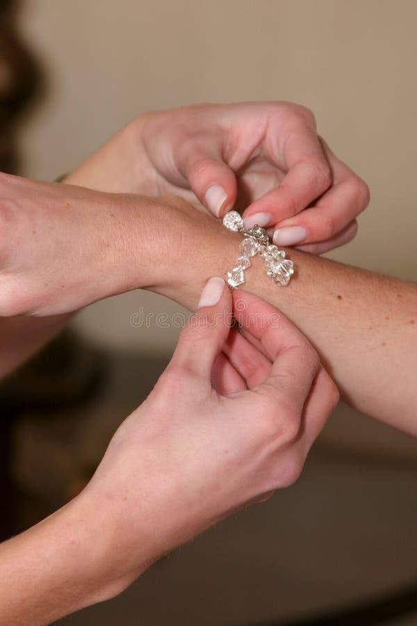 Bras de bracelet photographie stock