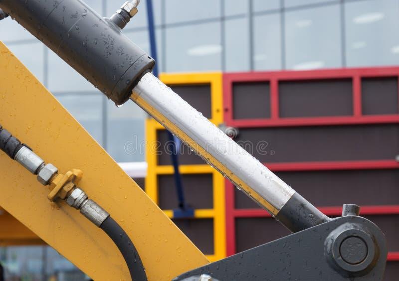 Bras hydraulique d'excavatrice de piston de bouteur images stock