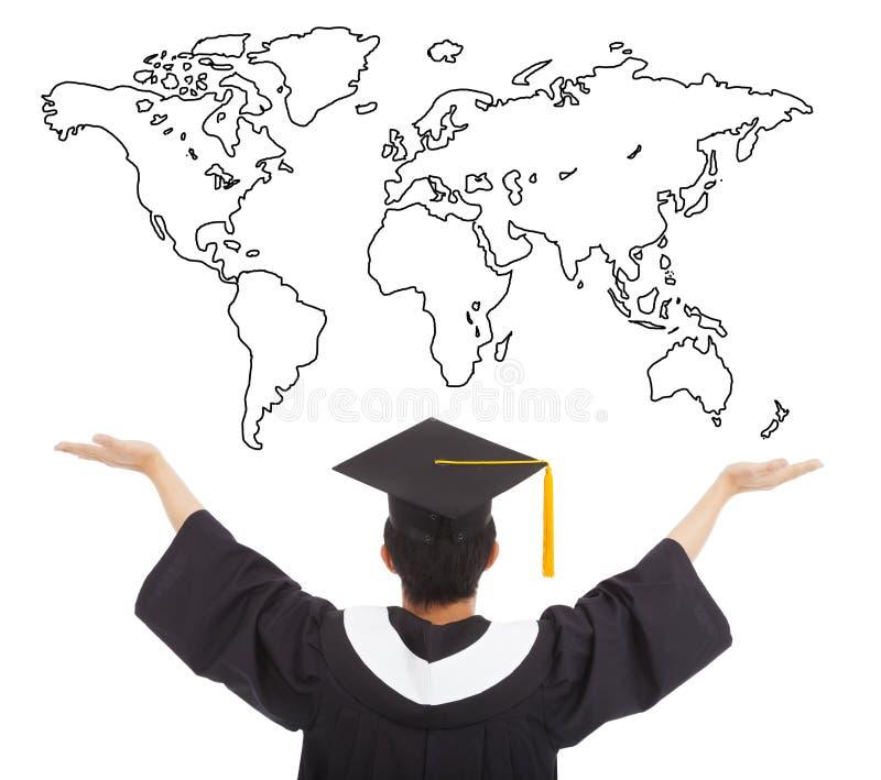 Bras ouverts d'étudiant d'obtention du diplôme pour faire bon accueil au travail mondial photos libres de droits