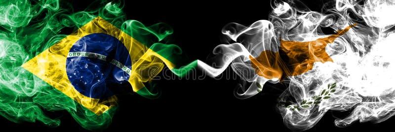 Brasil contra Chipre, bandeiras cipriotas do fumo colocadas de lado a lado Bandeiras de seda coloridas grossas do fumo do brasile ilustração royalty free