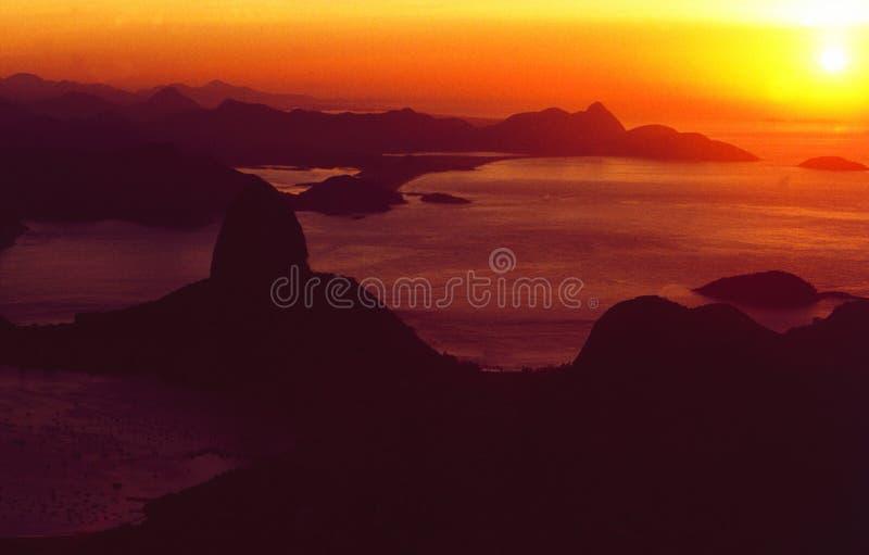 Brasil: Skyline de Rio de janeiro de Corcorvado no por do sol fotografia de stock royalty free