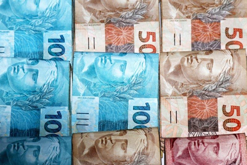 Brasilianische Geldpakete stockfoto