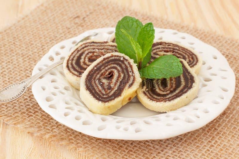 Brasilianischer Schokoladennachtisch Bolode Rolo (Schweizer Rolle, Rollenkuchen) lizenzfreies stockfoto
