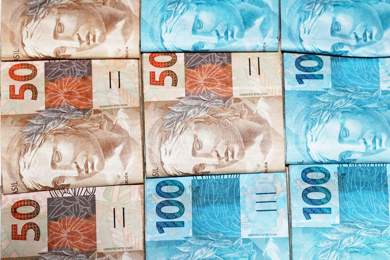 Brasilianisches Geld in den Paketen stockfotografie