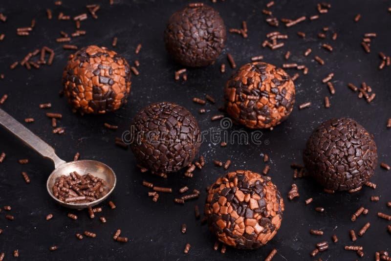 Brasilianisches Schokoladentrüffel-Bonbon brigadeiro lizenzfreie stockfotos