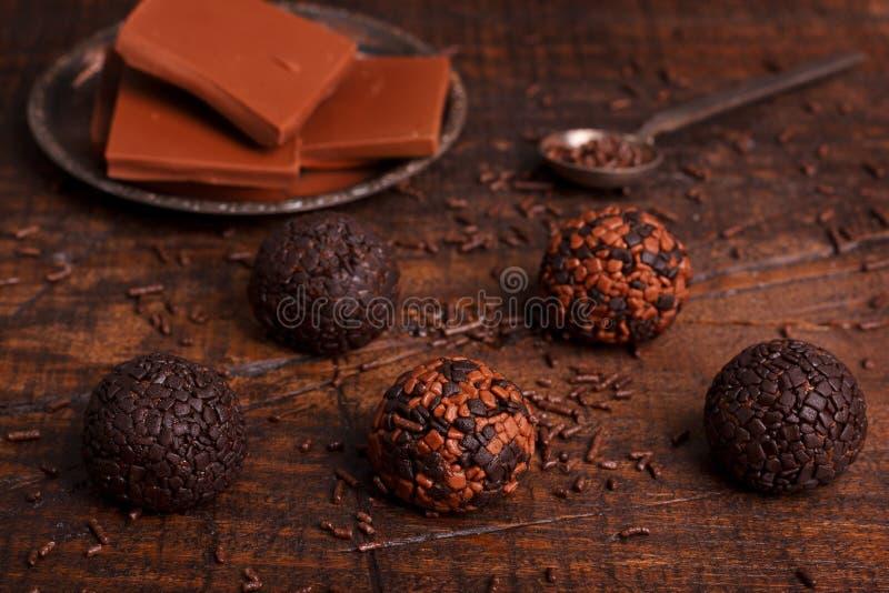 Brasilianisches Schokoladentrüffel-Bonbon brigadeiro lizenzfreie stockbilder
