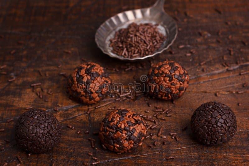 Brasilianisches Schokoladentrüffel-Bonbon brigadeiro stockbild