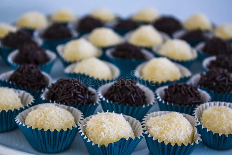 Brasilianisches Trüffel-Bonbon brigadeiro der süßen Schokolade stockbild