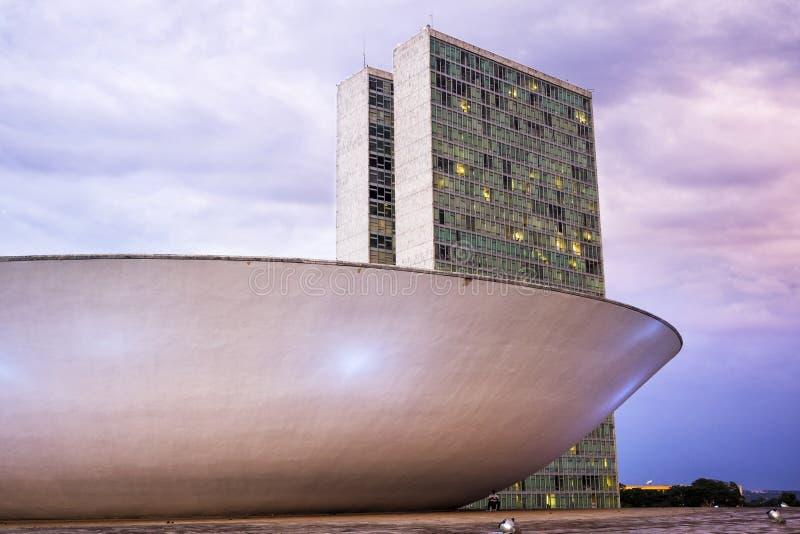 Brasiliansk rådsmötebyggnad i Brasilia, Brasilien arkivfoton