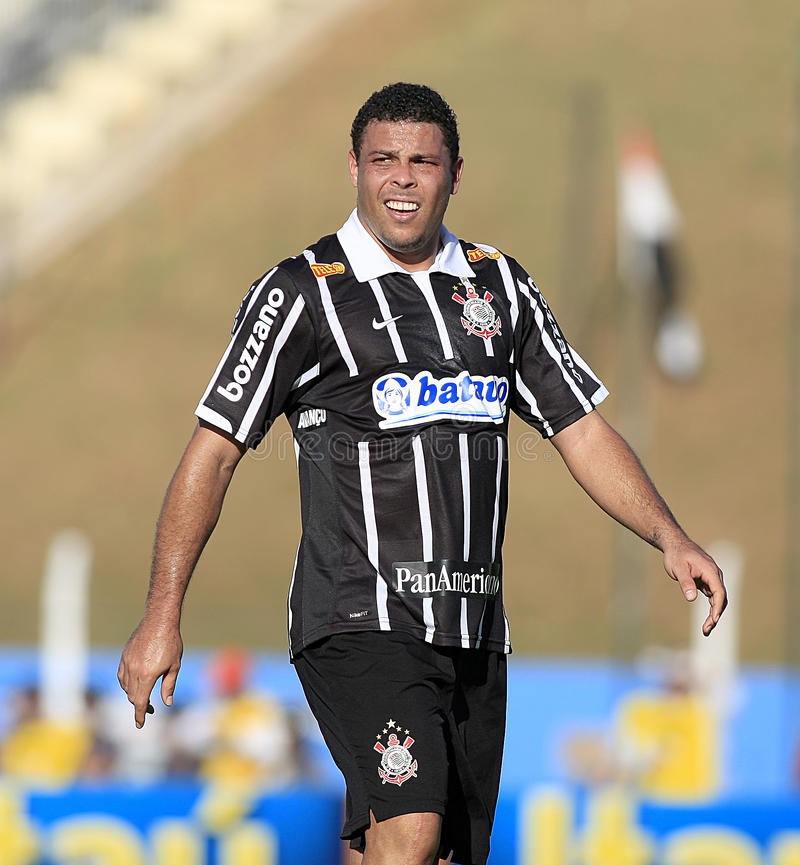 brasiliansk ronaldofotboll royaltyfria foton