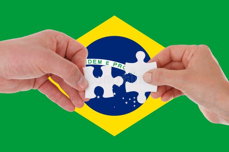 Brasilien flagga, integration av en mångkulturell grupp av ungdomar royaltyfria foton