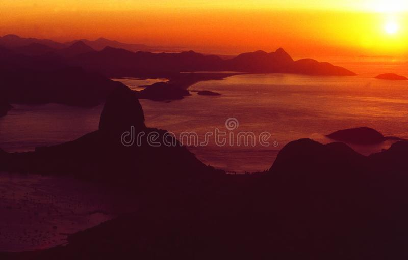 Brasilien: Horisont av Rio de Janeiro från Corcorvado på solnedgången royaltyfri fotografi