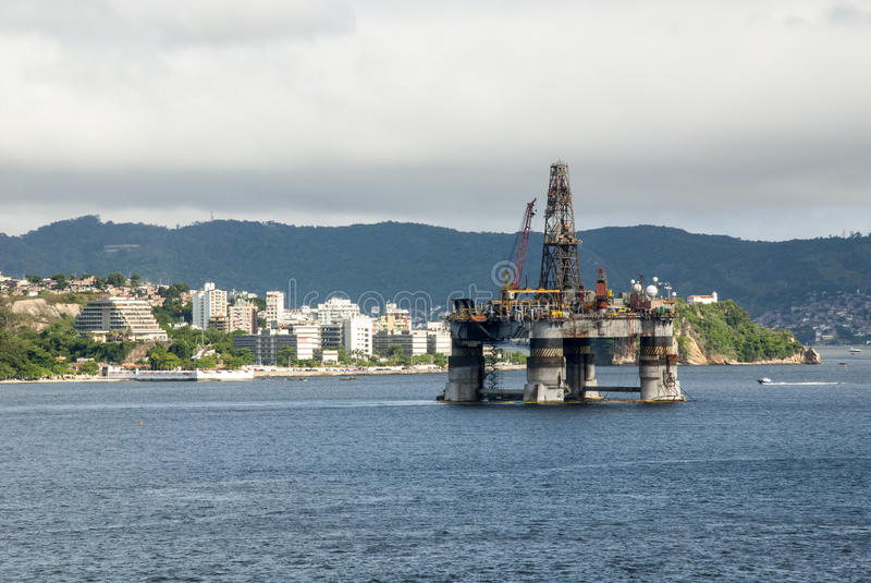 Brasilien - olje- Rig In Guanabara Bay - Rio de Janeiro arkivbild