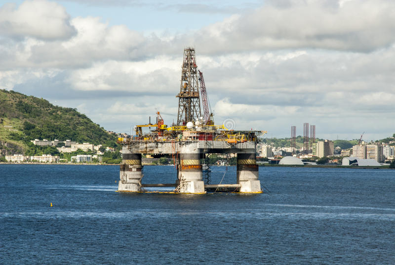 Brasilien - olje- Rig In Guanabara Bay - Rio de Janeiro royaltyfria bilder
