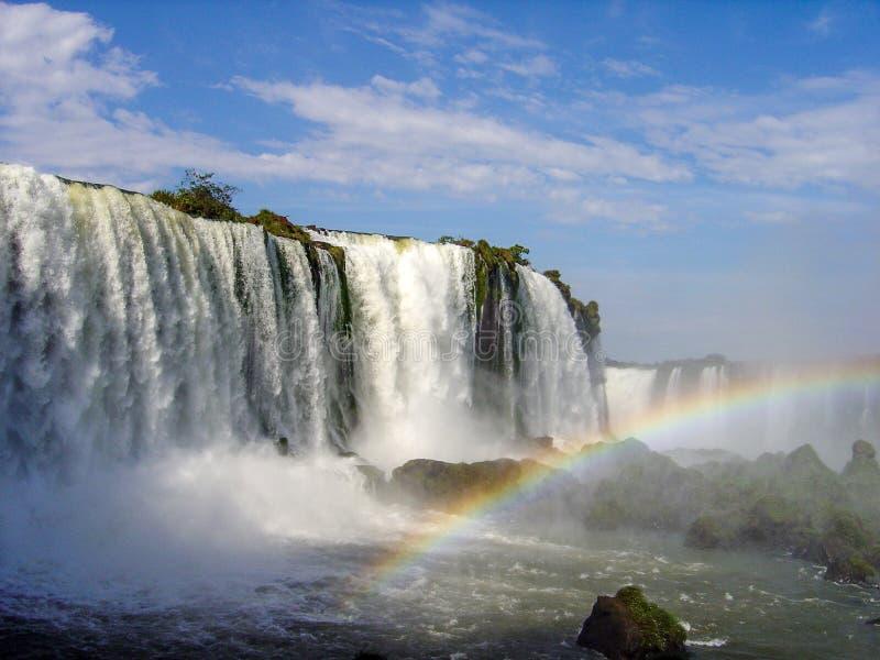 Brasilien sida av Iguazu Falls och regnbågen fotografering för bildbyråer