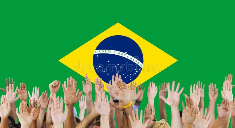 Brasilien-Staatsflagge-Gruppe von Personenen-Konzept lizenzfreie stockfotos