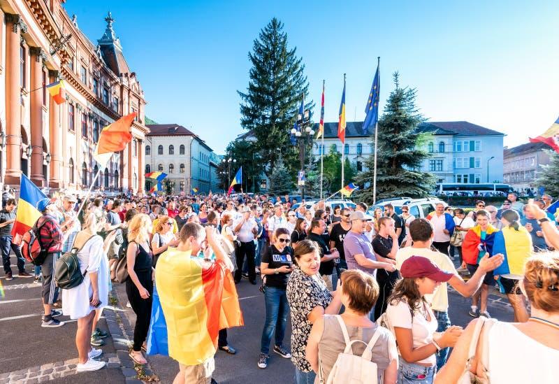 brasov κεντρική πόλη παλαιά Ρου&m Ρουμάνοι διαμαρτύρονται από το εξωτερικό ενάντια στο gover στοκ εικόνες με δικαίωμα ελεύθερης χρήσης