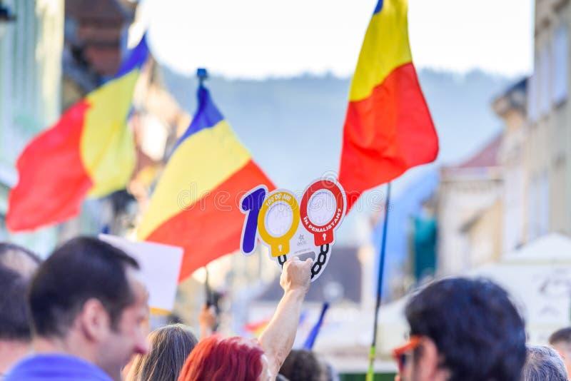 brasov κεντρική πόλη παλαιά Ρου&m Ρουμάνοι διαμαρτύρονται από το εξωτερικό ενάντια στο gover στοκ φωτογραφία