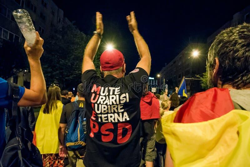 brasov κεντρική πόλη παλαιά Ρου&m Ρουμάνοι διαμαρτύρονται ενάντια στο gover στοκ φωτογραφίες