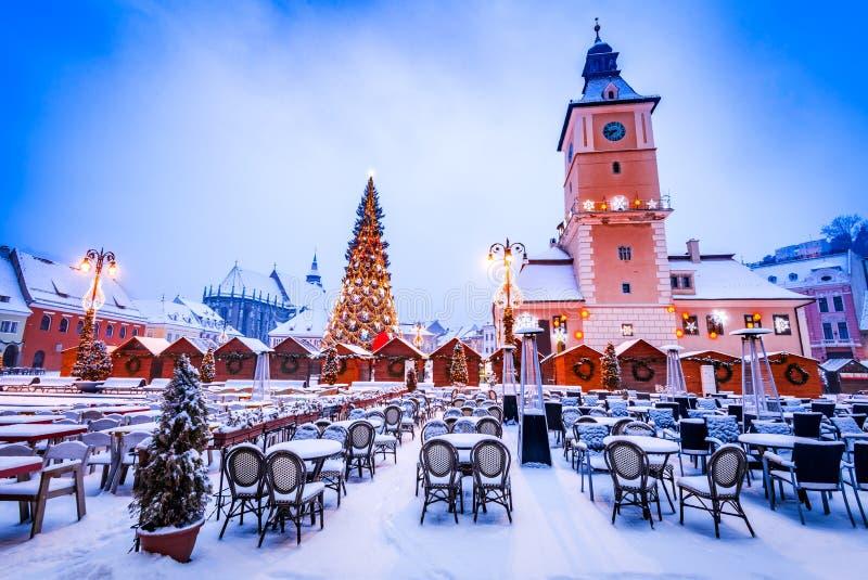 Brasov, mercado de Navidad en Transilvania, Rumania fotografía de archivo libre de regalías