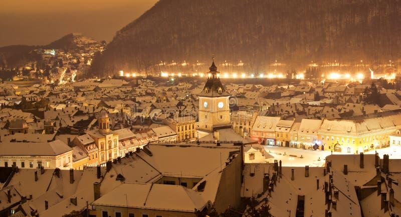 Brasov Mitte in einer Winternacht, Rumänien stockfotografie