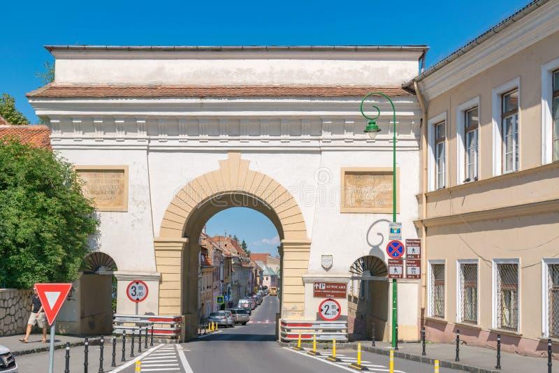 BRASOV, ROEMENIË - 19 JUNI, 2018: De Scheipoort bouwt 1828 in Brasov, Roemenië in royalty-vrije stock foto's