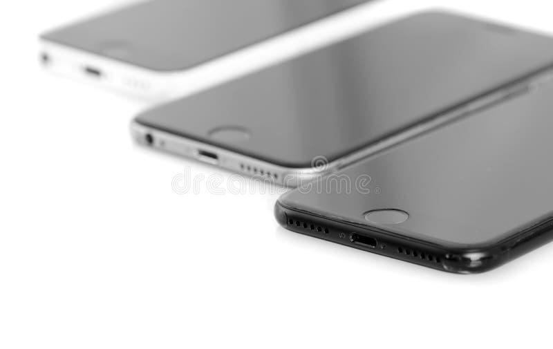 BRASOV, ROMANIA - 27 novembre 2016: 3 generazioni di Apple: iPho fotografia stock libera da diritti