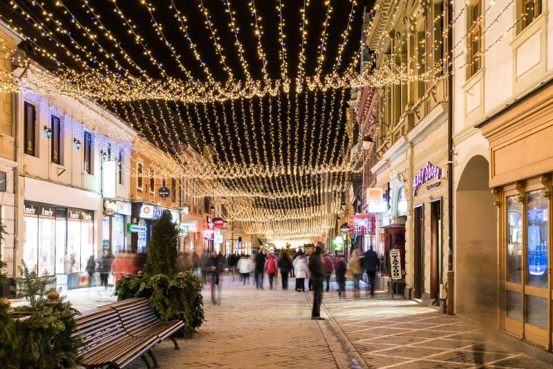 Brasov-Stad de van de binnenstad bij Nacht met Kerstmisdecoratie royalty-vrije stock afbeelding