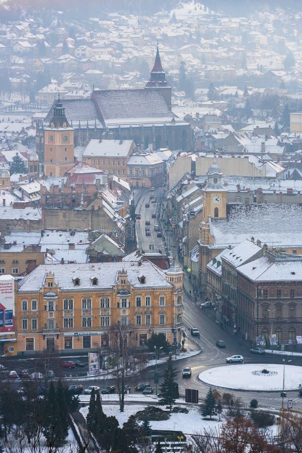 Brasov stad i vinter royaltyfri bild