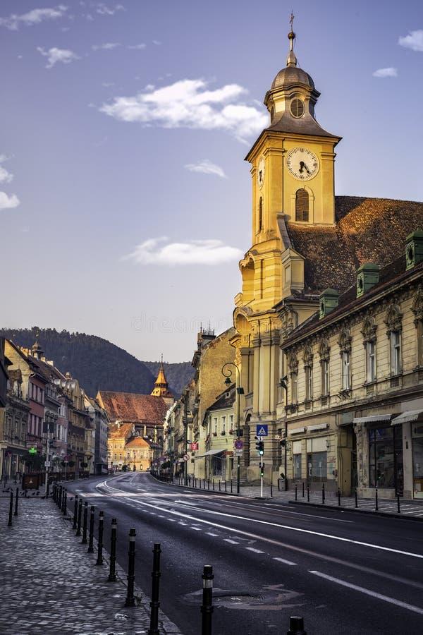 Download Brasov, Transylvania Rumunia, Lipiec, - 28, 2015: Widok Jeden Główne Ulicy W W Centrum Brasov Obraz Stock Editorial - Obraz złożonej z sunrise, chmury: 57657099