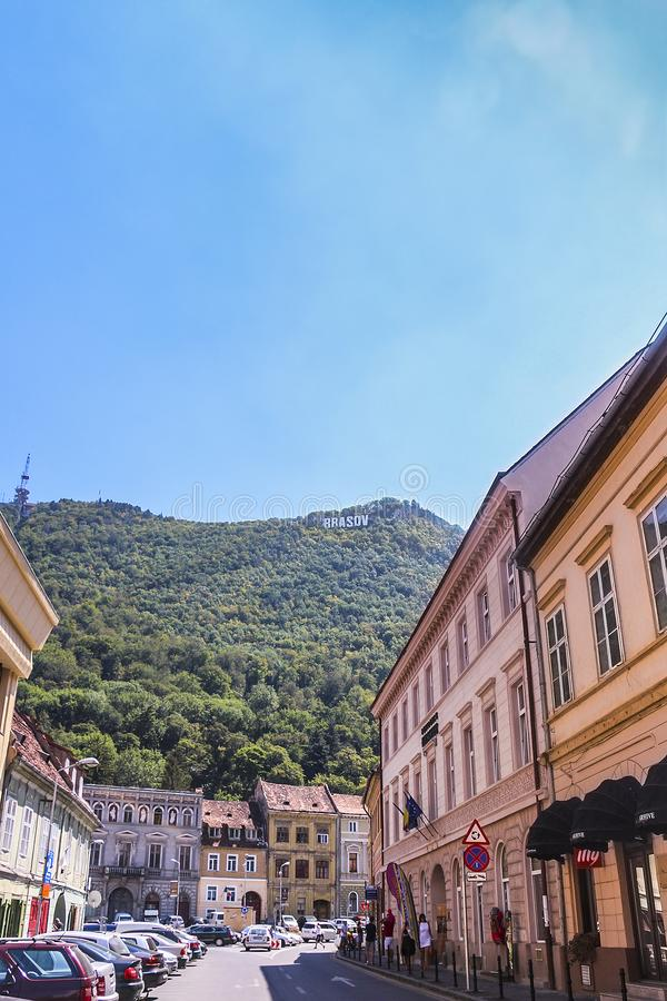 Brasov-Zeichen auf den Hügeln stockbilder