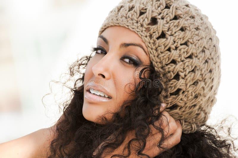 brasować uśmiechniętych czarna młodych kobiet obraz royalty free
