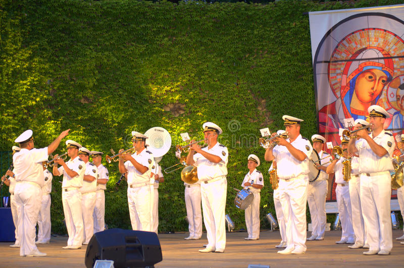 Brass band della marina alla scena di festività di Varna fotografia stock libera da diritti