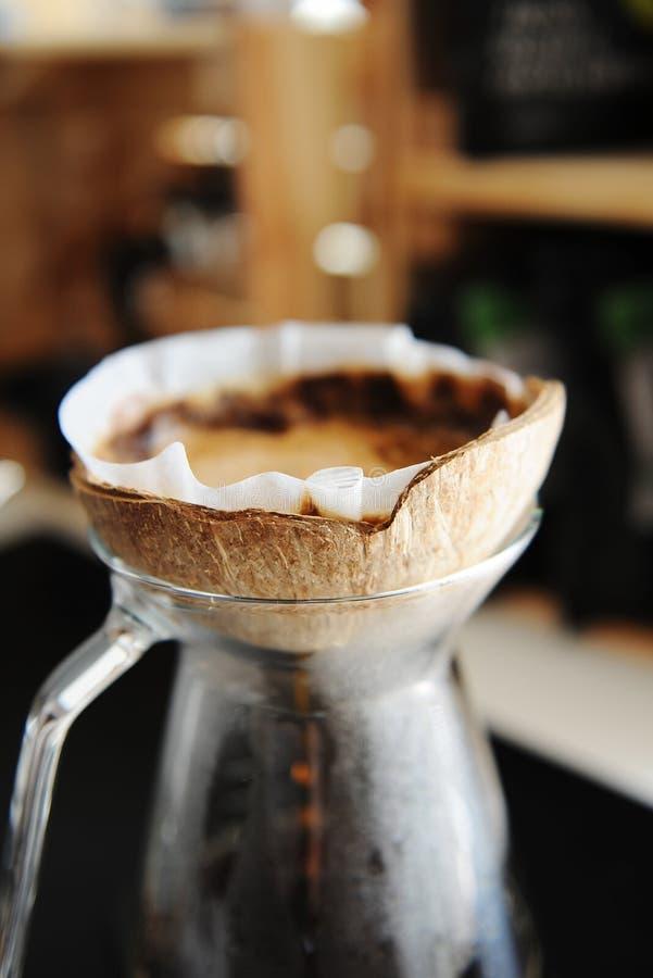 Brassage alternatif de café de noix de coco de coquille d'égouttement créatif peu commun de pourover image libre de droits