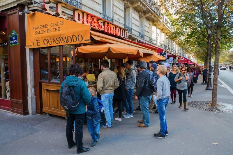 Brasserie κοντά στη Notre Dame στο Παρίσι, Γαλλία στοκ φωτογραφία