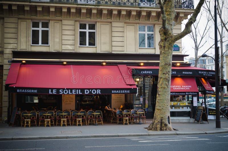 Brasserie σε μια οδό στο Παρίσι στοκ εικόνες