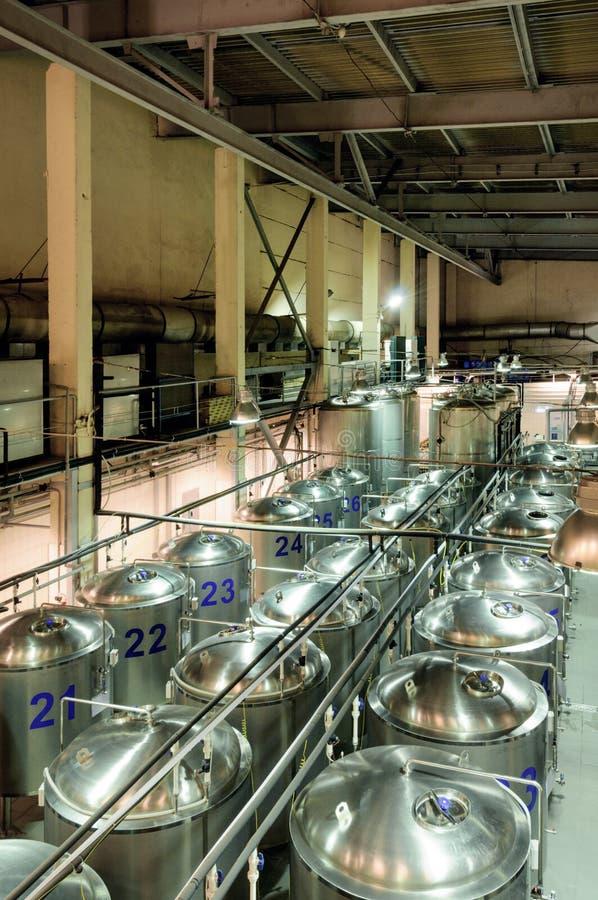 Brasserie, atelier de fermentation de bière photographie stock libre de droits