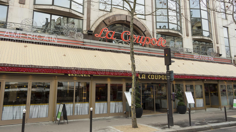 Brasserielaen Coupole, Paris; Frankrike royaltyfria foton
