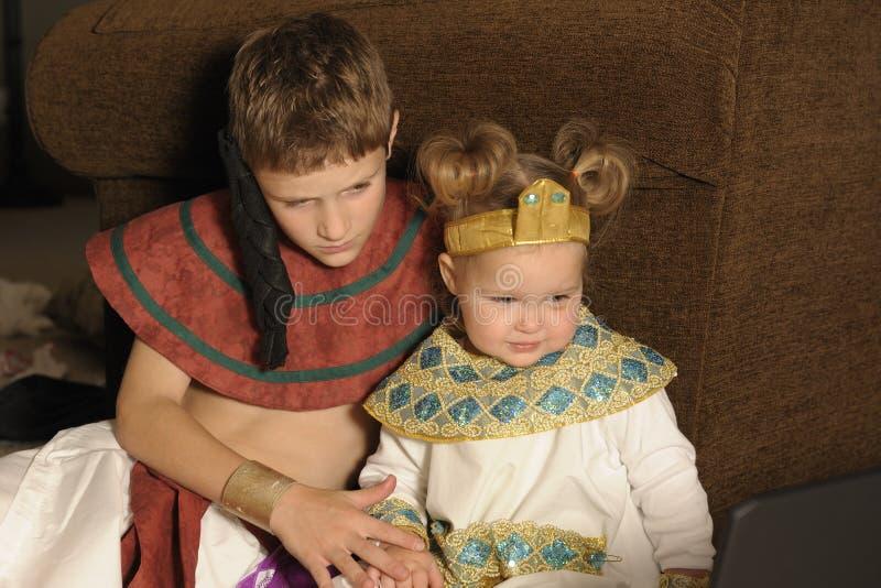 Brat i siostra ubierający jak egipcjanin obrazy royalty free
