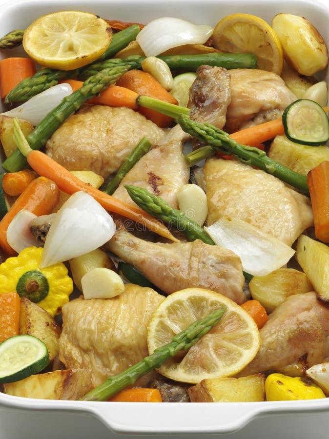 Braten-Huhn und Gemüse lizenzfreie stockfotos