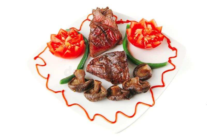 Bratenverkleidung Mignon mit Tomaten stockbild