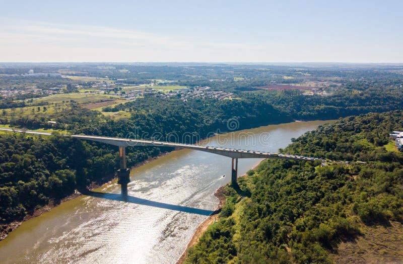 Braterstwo mostu przejście graniczne nad, most i Argentyna, Brazylia obrazy royalty free