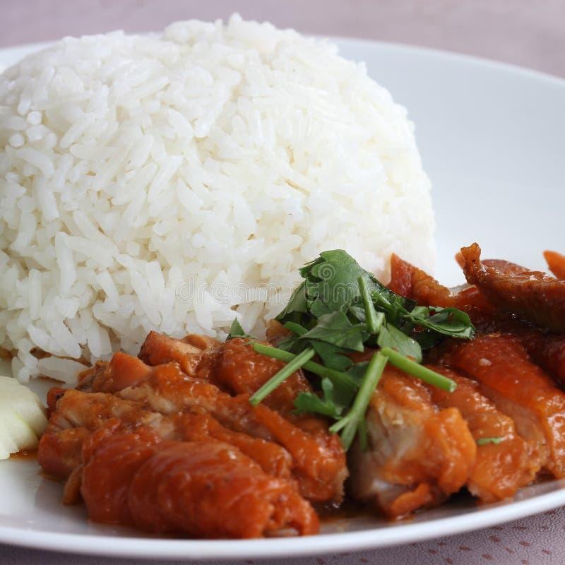 Brathähnchen mit Reis stockfotografie