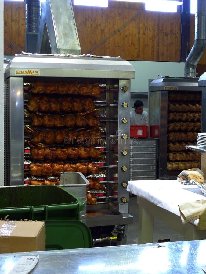 Brathühner bei Oktoberfest stockfoto