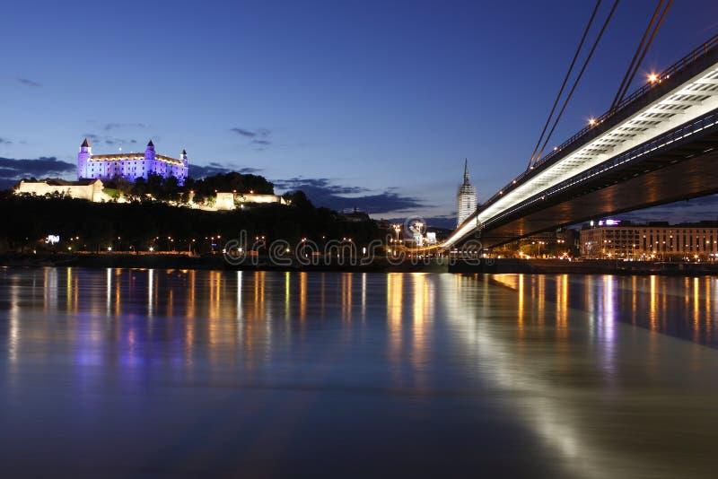 Bratislava alla notte immagine stock libera da diritti