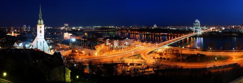 Bratislava cityspace - panorama van kasteel stock afbeelding